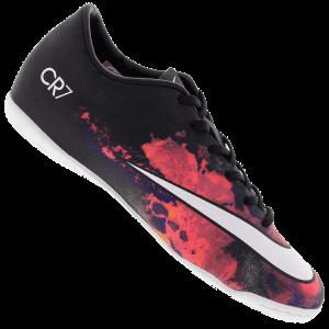 99e36074674fc Clique aqui e compre asChuteiras Nike Mercurial Victory V a partir de  R 229