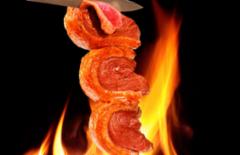 Cupom de desconto - 4% OFF em Rodízio de Carnes com Saladas, Massas e comida Oriental
